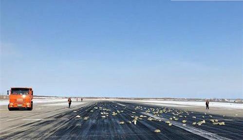 """天降""""黄金雨""""!逾3吨黄金意外从飞机上撒落"""