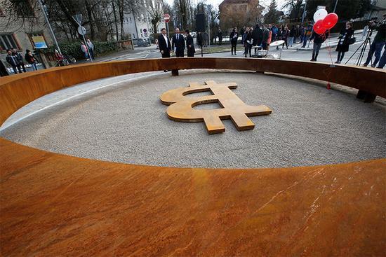 欧洲小国为比特币雕塑举行揭幕仪式