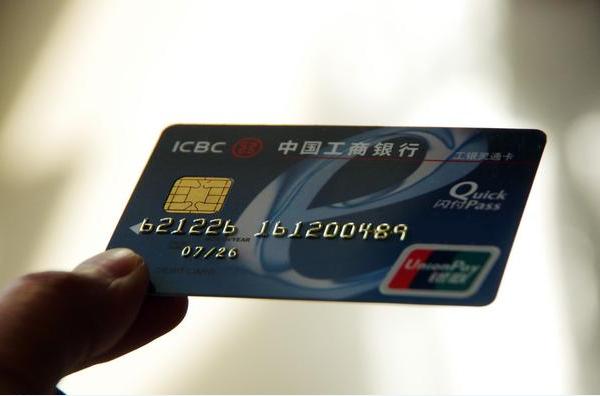 如何正确使用信用卡提高额度?