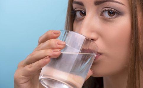 这11个症状说明身体缺水