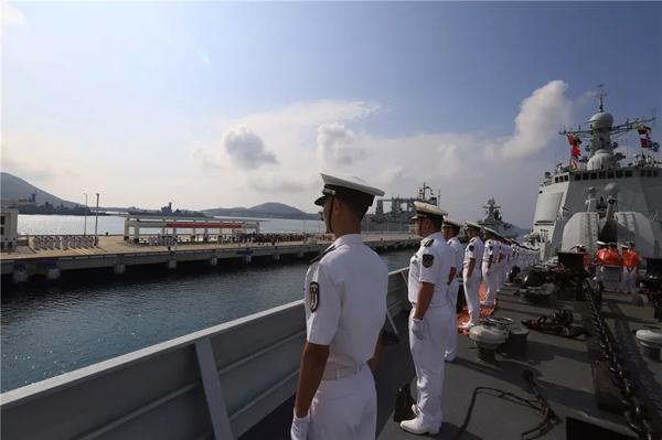 海军护航编队凯旋 顺利返回三亚某军港码头