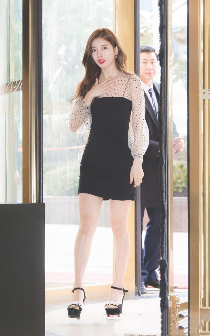 裴秀智透视裙出席活动全程手捂胸口 私服穿搭女神范