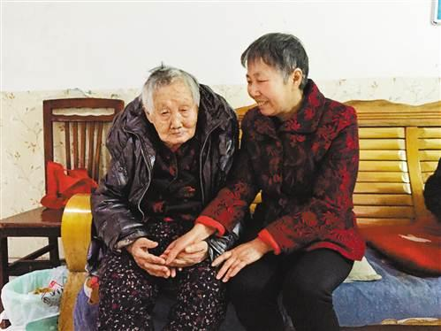 女子照顾邻居十多年 没有血缘关系却比亲女儿还亲
