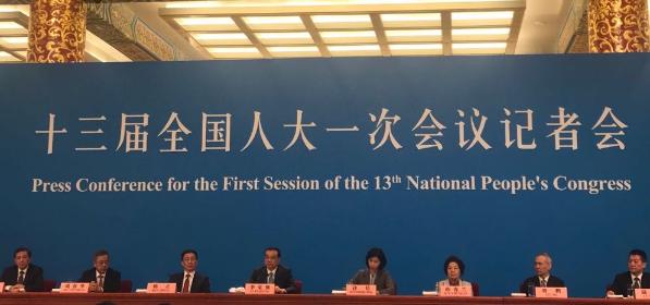 女神翻译张璐连续9年亮相总理记者会