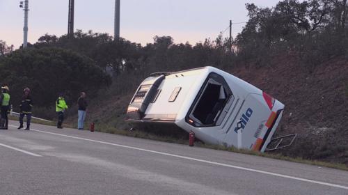 中国游客大巴葡萄牙翻车 事故造成26人不同程度受伤