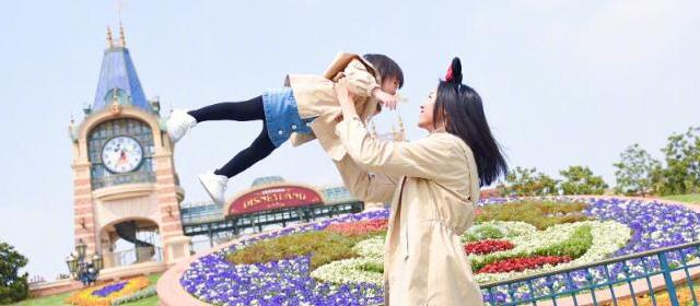 张梓琳携女庆生 这状态简直就是一枚少女呀!