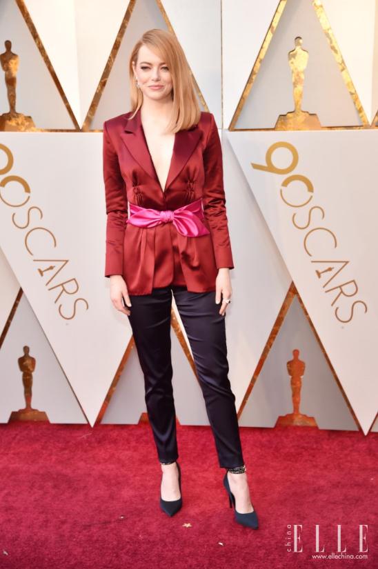 上届奥斯卡影后Emma Stone佩戴路易威登高级珠宝现身第90届奥斯卡