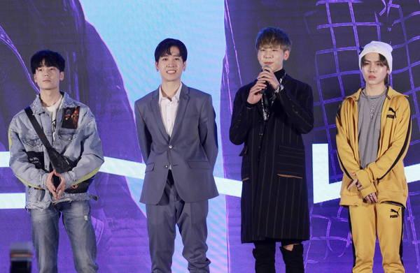 CNK超能四子录制《偶像练习生》 北京三里屯举办小型粉丝见面会