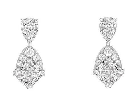 好莱坞女神安吉丽娜·朱莉佩戴CHAUMET尚美巴黎珠宝出行