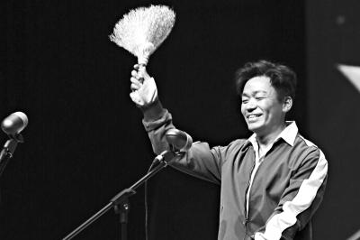 王宝强亲领金扫帚最失望导演奖 观众为他的勇气鼓掌
