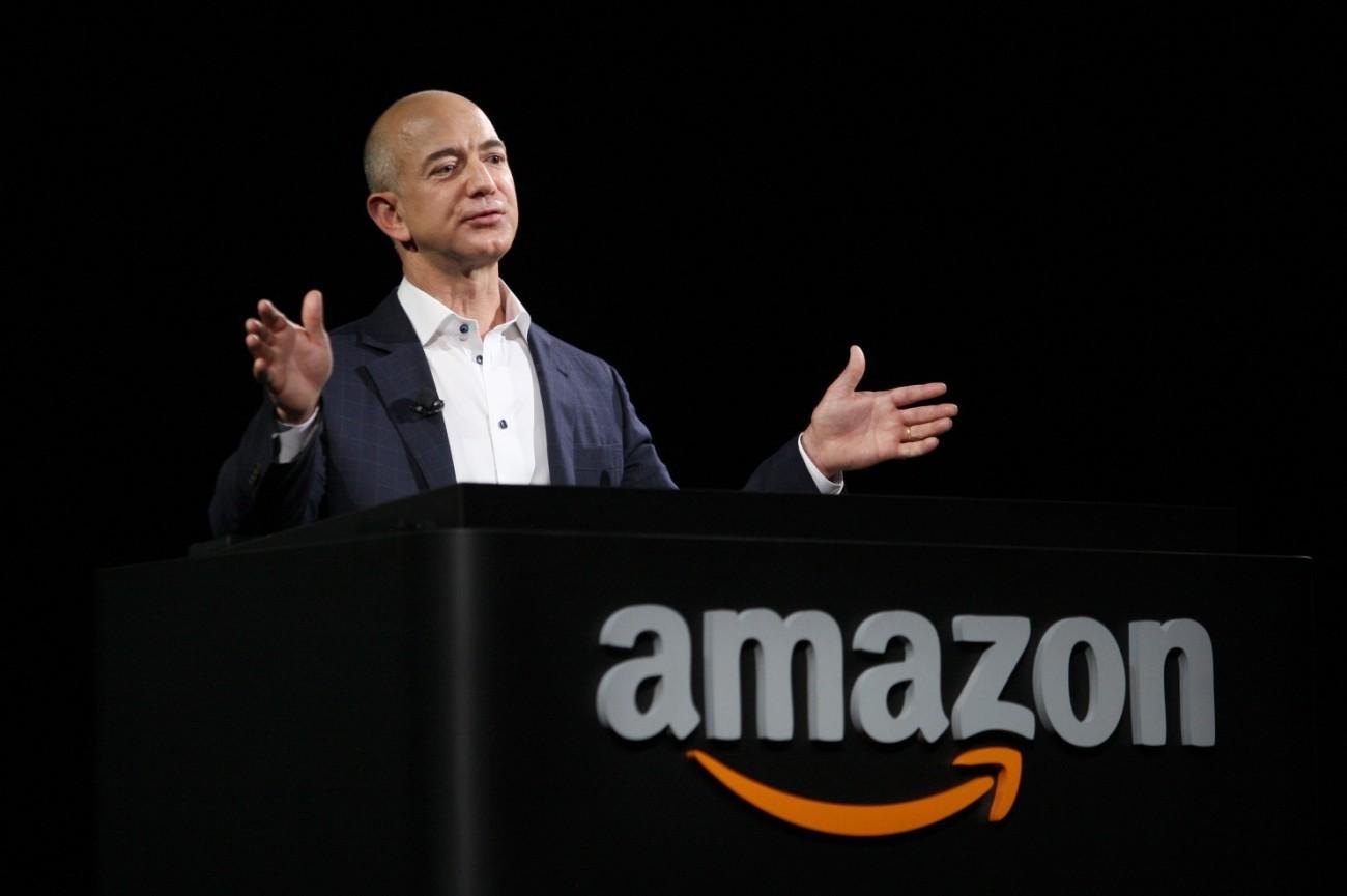 苹果和亚马逊谁将先突破一万亿美元市值?