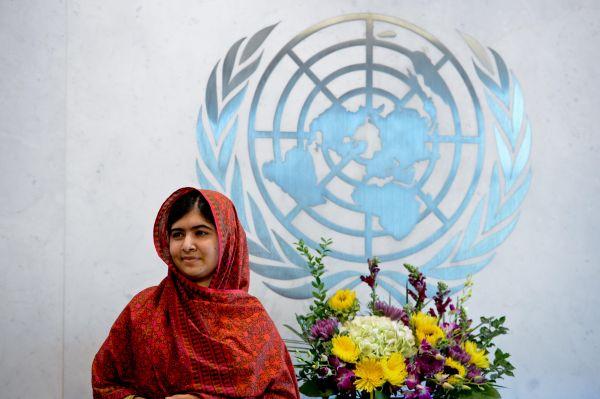 马拉拉返巴基斯坦 许多网友赞扬她是国家英雄