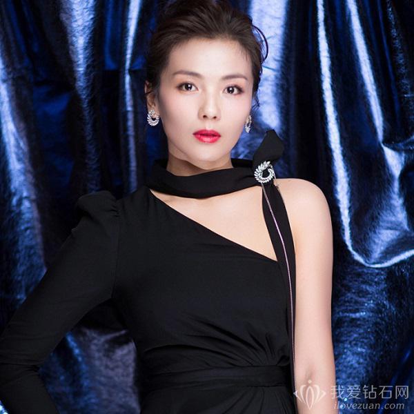 刘涛佩戴萧邦珠宝优雅现身电视剧品质盛典 尽显成熟魅力