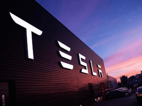 Model 3产量已超过每周2000辆 特斯拉股价仍重挫