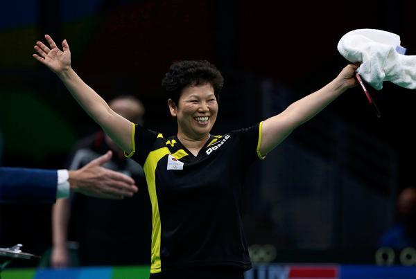 倪夏莲夺乒乓亚军 54岁高龄却依然奋战在比赛的第一线