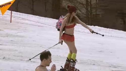 1800人泳装滑雪 主办方正在等待吉尼斯世界纪录认证