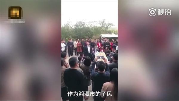 刘强东回湘潭认亲 这次来带了一个小小的礼物