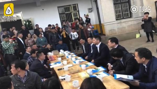 刘强东回湘潭认亲 为乡投资100亿