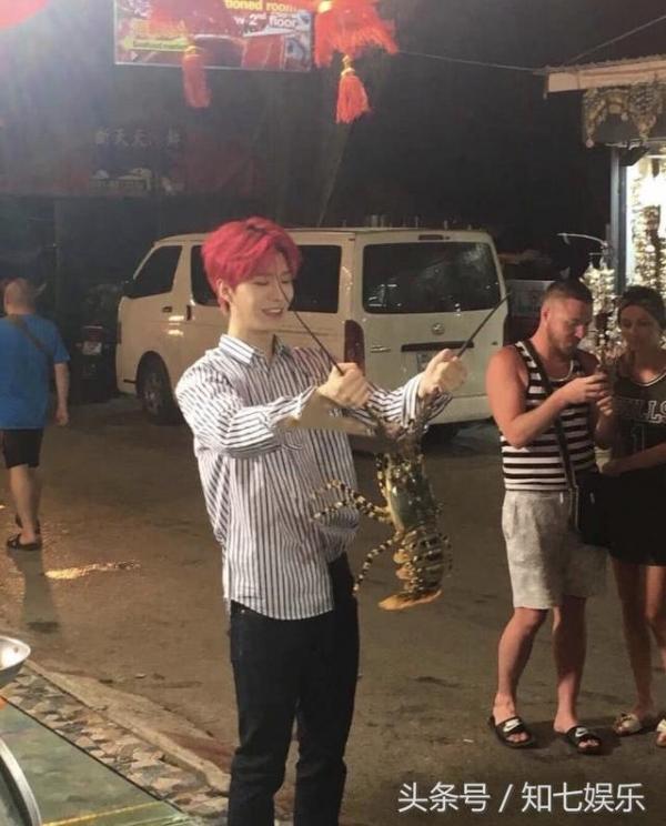 网友泰国偶遇范丞丞 疑为团综拍摄