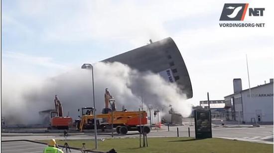 丹麦高塔爆破倒错方向 压到一家图书馆和一座音乐学校