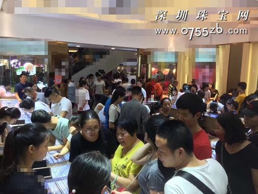 中小微企业在经济舞台大放光彩 湛江金店老板1年开3家门店