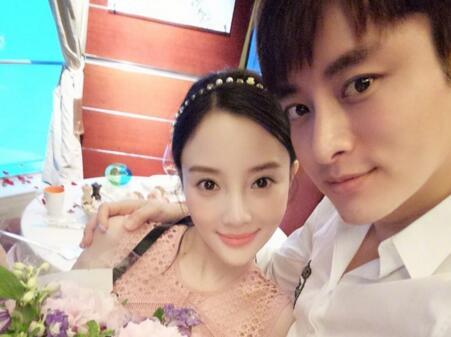 李小璐和贾乃亮离婚了吗