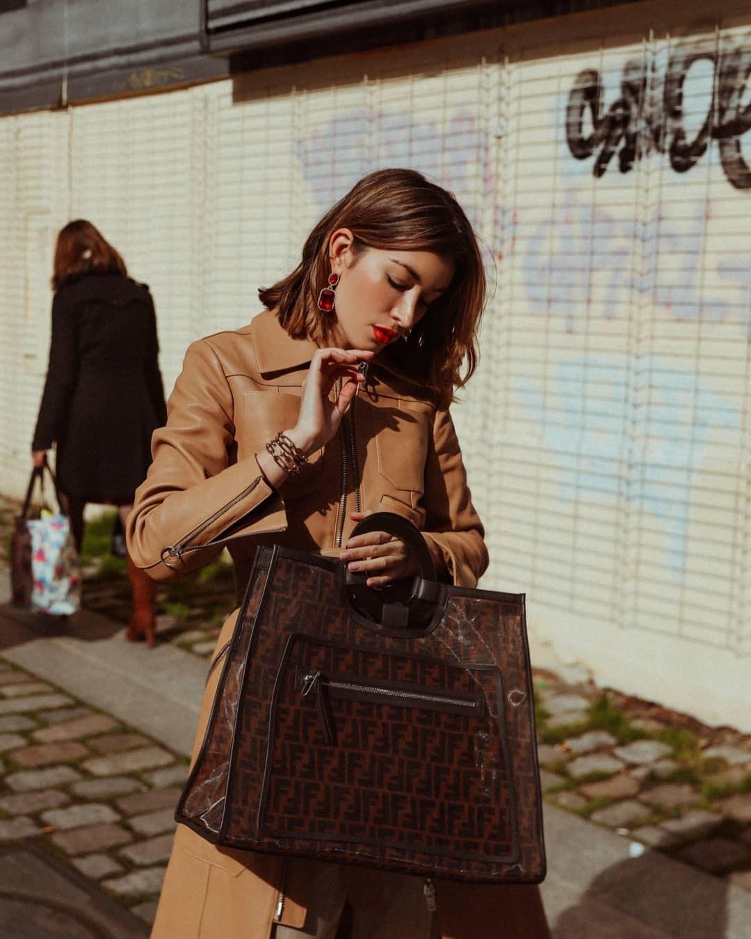澳大利亚时尚博主Carmen Hamilton近期街拍合集