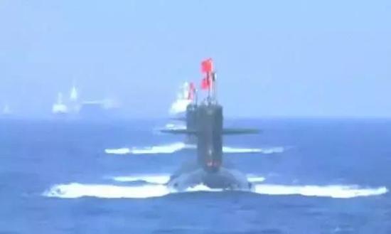 中国最大海上阅兵 8艘舰艇76架战机1万多名官兵参与