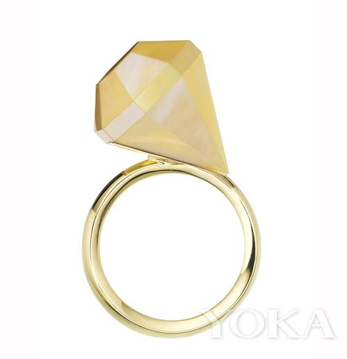 别有魅力的钻石形珠宝