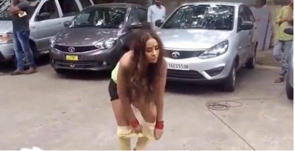 印度女星脱衣抗议性骚扰 结果被警方逮捕了