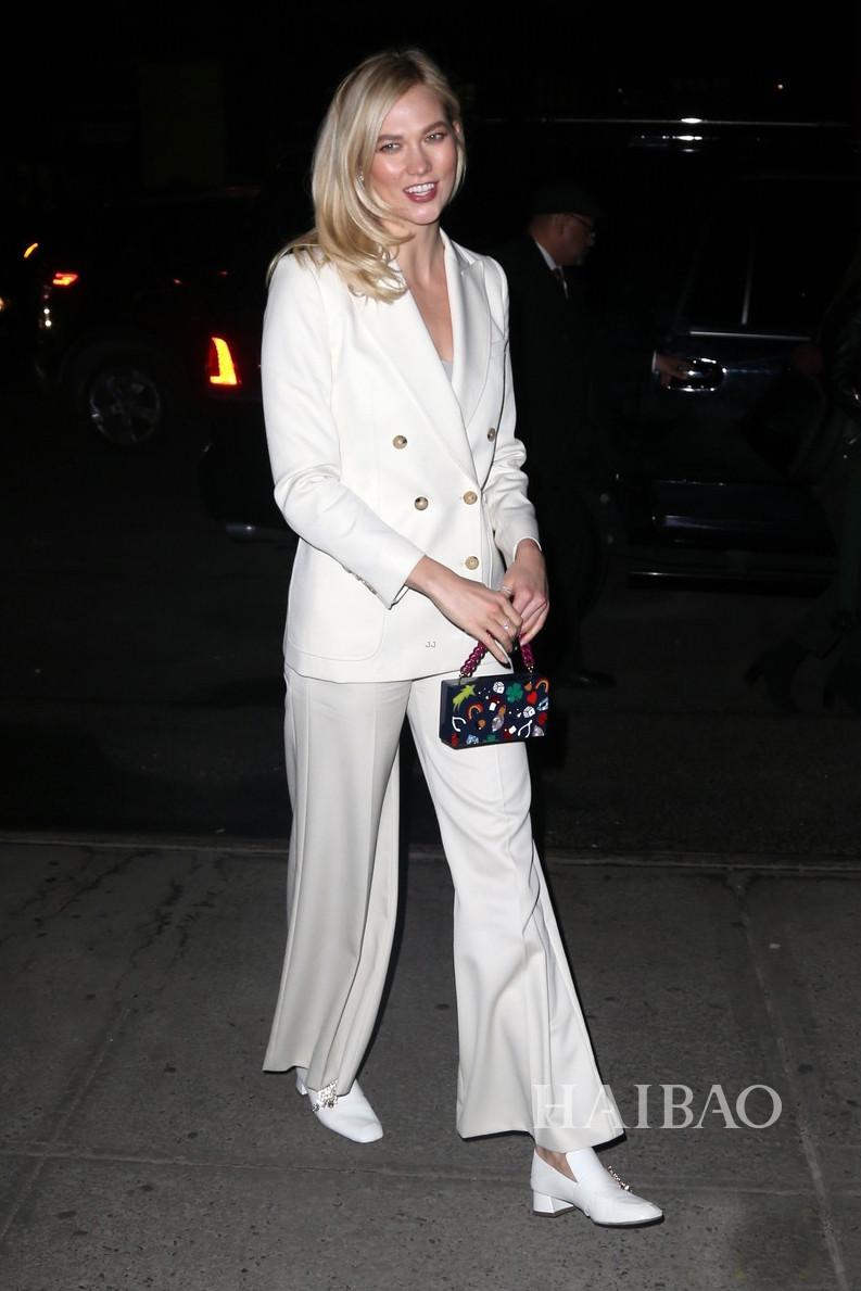 Karlie Kloss纽约外出街拍