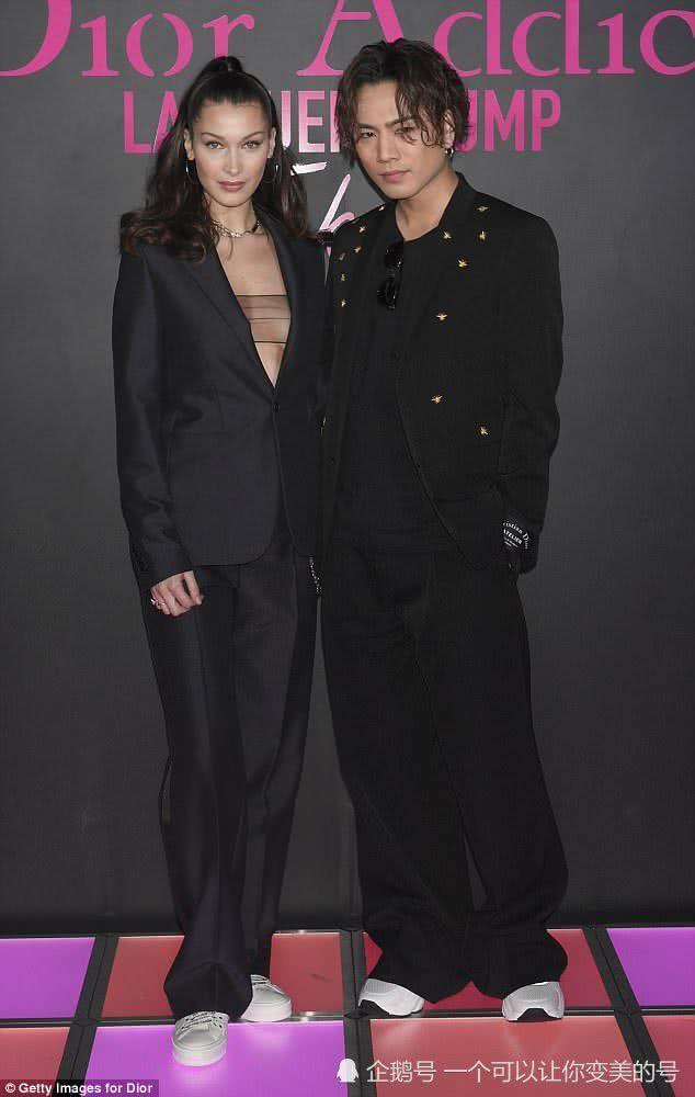 超模贝拉哈迪德日本参加派对 西装内搭黑纱格外抢镜