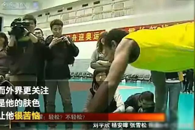 男排史上第一位中非混血儿 会说一口杭州话和普通话