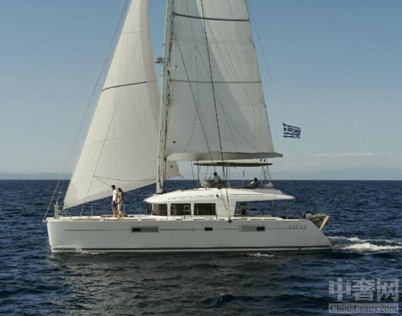 辛普森游艇租赁公司推出豪华双体帆船越南游