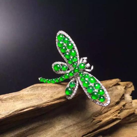 充满复古中国风韵味的镶嵌翡翠带你走入珠宝流行新趋势