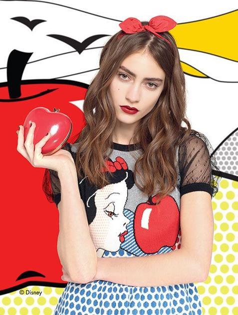 Red Valentino广告运用了白雪公主的插画