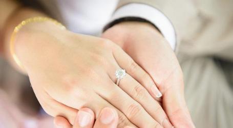 订婚戒指哪个品牌好