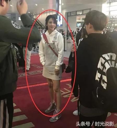 网友机场偶遇佟丽娅 路人镜头下颜值依然满分