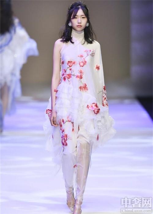 妩WOO2018秋冬女装 展示多样女性魅力