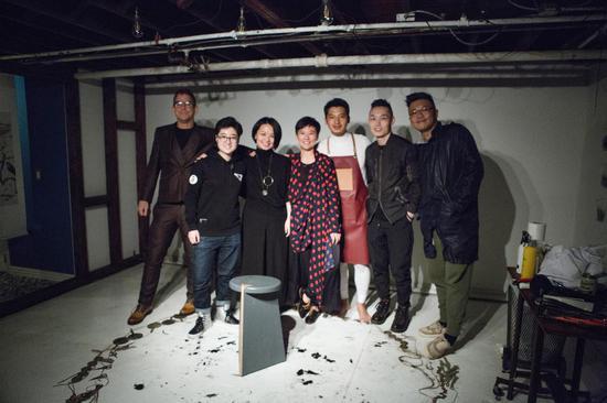 曹阳纽约1/f空间举办首次个展:一次即兴剪发