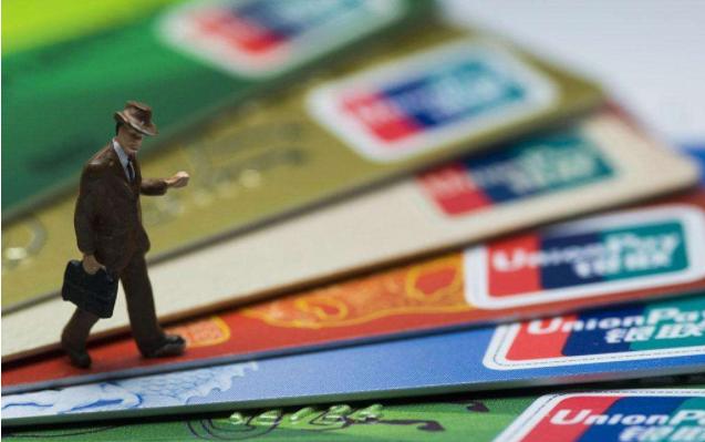 三银行信用卡发卡量猛增过亿