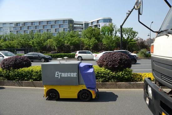 菜鸟无人车公开路测 称无人驾驶技术在物流领域已经成熟