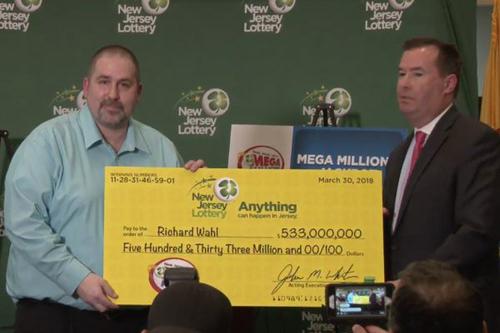 美国一男子中超级百万彩票33亿大奖 这仅仅是他第二次买彩票