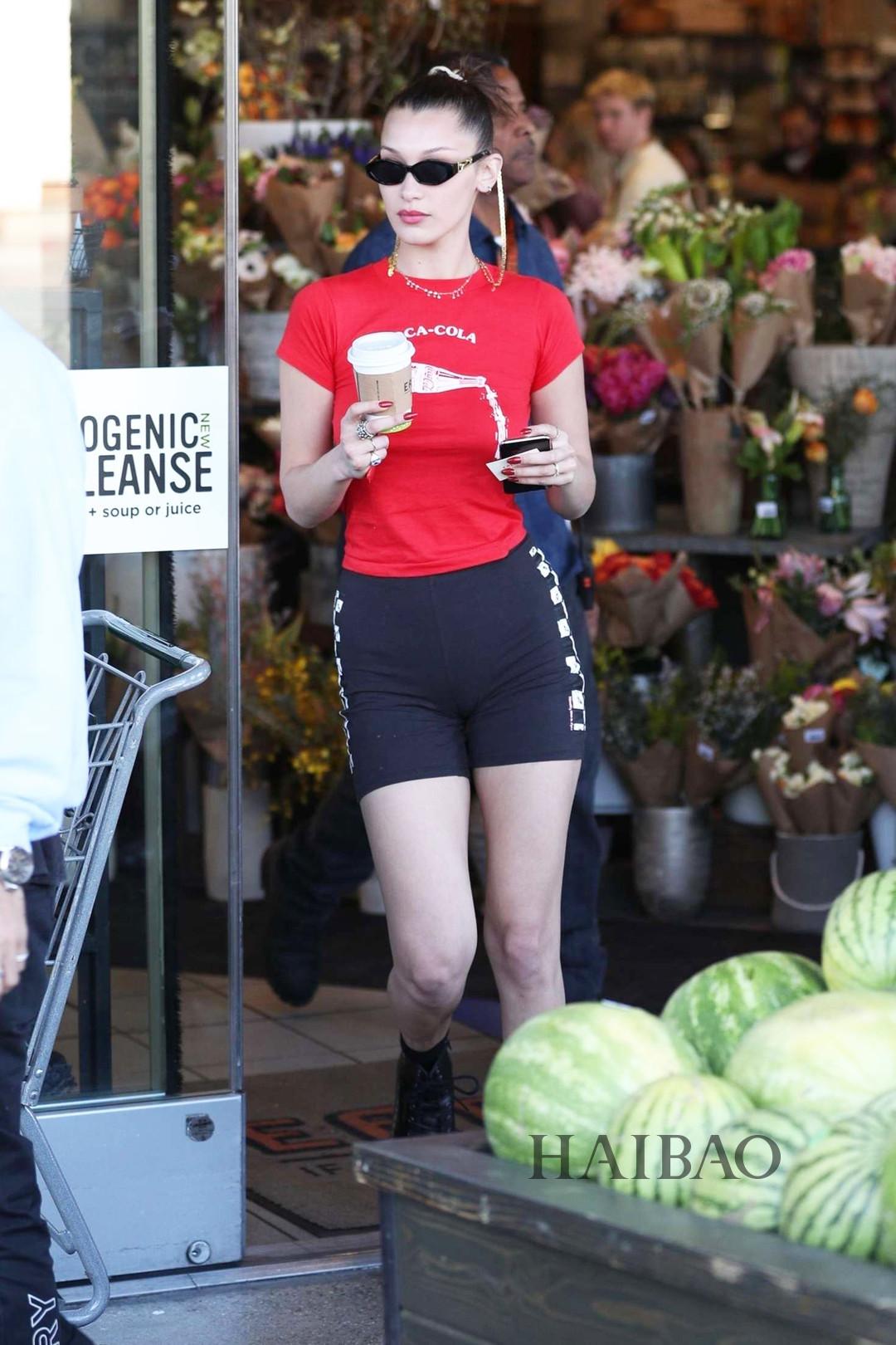 贝拉哈迪德4月19日洛杉矶外出街拍