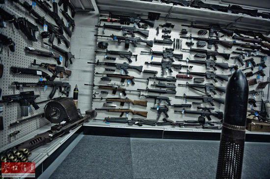 外国个人开办枪械博物馆 藏品令人叫绝