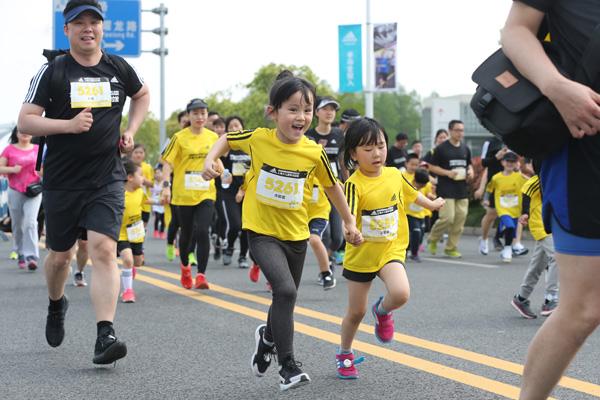 阿迪达斯赞助2018上海少儿迷你马拉松赛