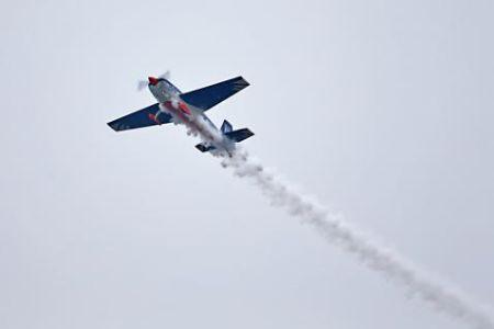 郑州特技飞机坠毁 飞行员不幸去世