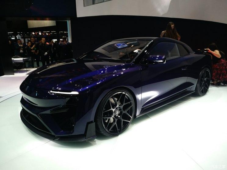 爱驰RG概念车全球首发