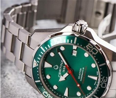 雪铁纳Basel绿色表盘腕表 夏日潜水必备