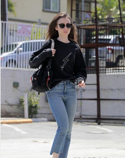 Lily Collins 4月25日洛杉矶外出街拍